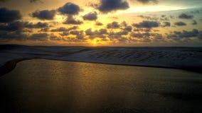 The Sun-reeksen achter de Lagune van Sete Mulheres, Atins, Maranhao, Brazilië stock foto