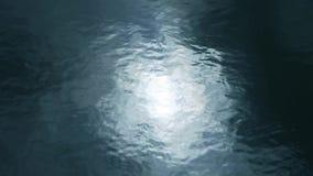 Sun reflektieren sich im Wasser stock video