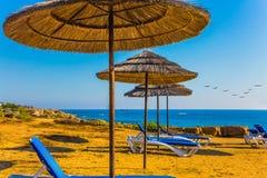 Sun-Ruhesessel im Mittelmeer Lizenzfreie Stockfotografie