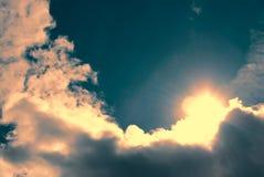 Sun saiu atrás de uma nuvem imagem de stock royalty free