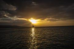 Sun schlägt ein Boot in den Karibischen Meeren Lizenzfreie Stockbilder