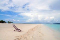 Sun-Schlechtes auf dem Strand im Indischen Ozean Stockfotografie