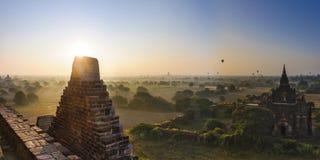 Sun se lève dans Bagan, Myanmar Images stock