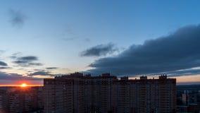 Sun se levant au-dessus de la ville image libre de droits