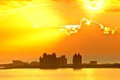 Sun se levant au-dessus des Bahamas photos stock