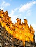 Sun se reflétant des bâtiments en pierre Images libres de droits