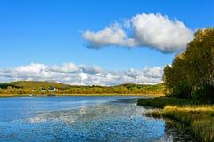 Sun See-Herbstlandschaft Lizenzfreie Stockbilder