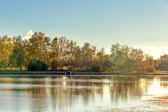 Sun See und weiße Birke im Herbst Stockbilder