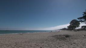 Sun, a seguir praia da baía video estoque