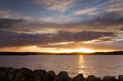 Sun sets på den Kielder behållaren Arkivfoto