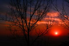 The Sun Setting in the Horizon Royalty Free Stock Photos