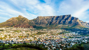 Sun setting over Cape Town, Table Mountain, Devils Peak, Lions Head and the Twelve Apostles Royalty Free Stock Photos