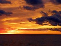 Sun setting over lake Royalty Free Stock Photography