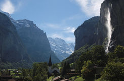 Sun shining on the Staubbach fall and Lauterbrunnen (Switzerland) Royalty Free Stock Photos