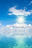 Sun sobre el agua Fotos de archivo libres de regalías