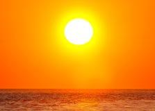Sun sobre el océano Fotografía de archivo libre de regalías