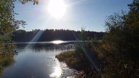 Sun sobre el río de UmeÃ¥, Suecia Foto de archivo