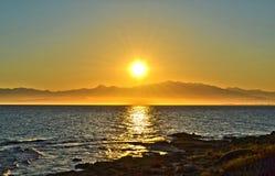 Sun sobre la montaña Fotos de archivo libres de regalías