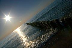 Sun sobre o mar imagens de stock