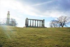 Sun sobre o monte Edimburgo de Calton e o monumento nacional imagem de stock royalty free