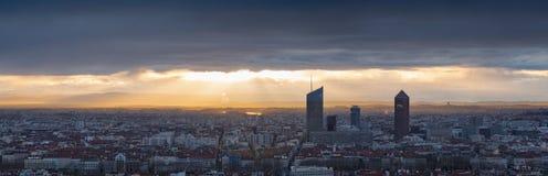 Sun som bryter till och med molnen Royaltyfri Fotografi
