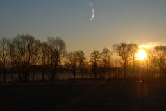 Sun-Sonnenaufgang das Feld Stockfoto