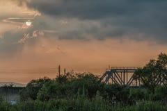 Sun am Sonnenuntergang Lizenzfreies Stockfoto