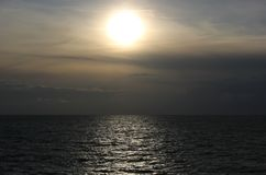Sun sopra il mare Immagini Stock Libere da Diritti