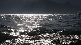 The Sun splende in acqua di mare video d archivio