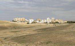 The Sun steekt omhoog de Israëlische Stad van Arad op een Bewolkte Dag aan royalty-vrije stock fotografie