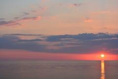Sun stellte über den Ozean ein lizenzfreie stockbilder