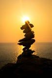 Sun stellte mit ausgeglichenen Steinen ein Lizenzfreie Stockbilder