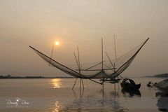 Sun stellte in Padma-Fluss ein Stockfotos
