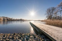 Sun-Stern über einem See Stockbild