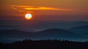 The Sun stiger igen Arkivfoton