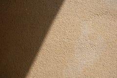 Sun-Strahl auf Betonmauer-Beschaffenheits-Hintergrund Stockbilder