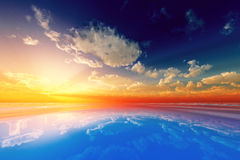 Sun-Strahlen in den Wolken Lizenzfreie Stockfotografie
