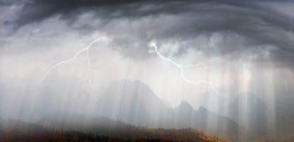 Sun-Strahlen nach Sturm Lizenzfreie Stockfotos