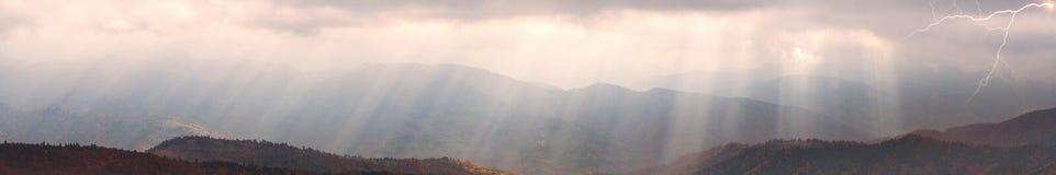 Sun-Strahlen nach Sturm Stockfotografie