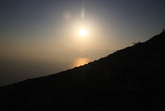 The Sun sube sobre el mar muerto Imagen de archivo