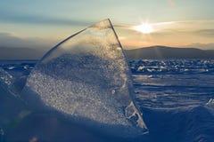Sun sube sobre las masas de hielo flotante de hielo imagen de archivo