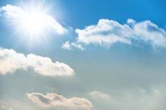 Sun sul cielo blu Fotografie Stock Libere da Diritti