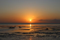 Sun sulla riva dopo la tempesta Immagini Stock Libere da Diritti