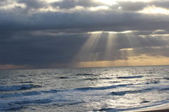 Sun sur l'océan Photos libres de droits