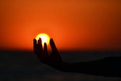 Sun sur ma main Image libre de droits