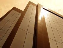 Sun tönte Gebäude ab stockfoto