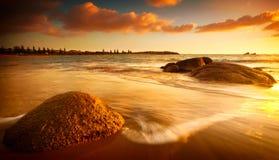 Sun teñió la playa Fotos de archivo libres de regalías