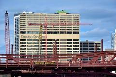 Sun-tiempos que construyen en Chicago, Illinois Fotos de archivo libres de regalías