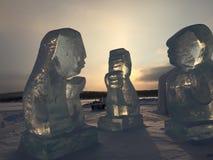 Sun a través de esculturas de hielo imagen de archivo libre de regalías