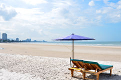 Sun umbrellas and chairs on the beach Royalty Free Stock Photos
